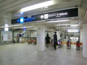 西梅田①⇒JR北新地駅②へ
